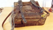 Alter Expeditions-Rucksack aus Affenfell